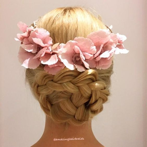ade4510d6961cf5c701be6b74b4ec3ad - Top Hairstyles for All Bridesmaid to Rock the Look