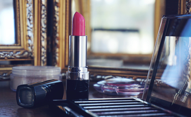 pexels photo 1213558 - 5 best long-lasting lipsticks