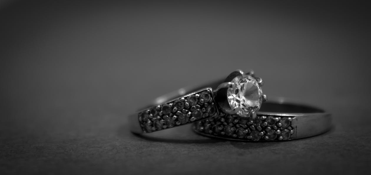 pexels photo 168927 - 5 Tips to buy an Engagement Ring