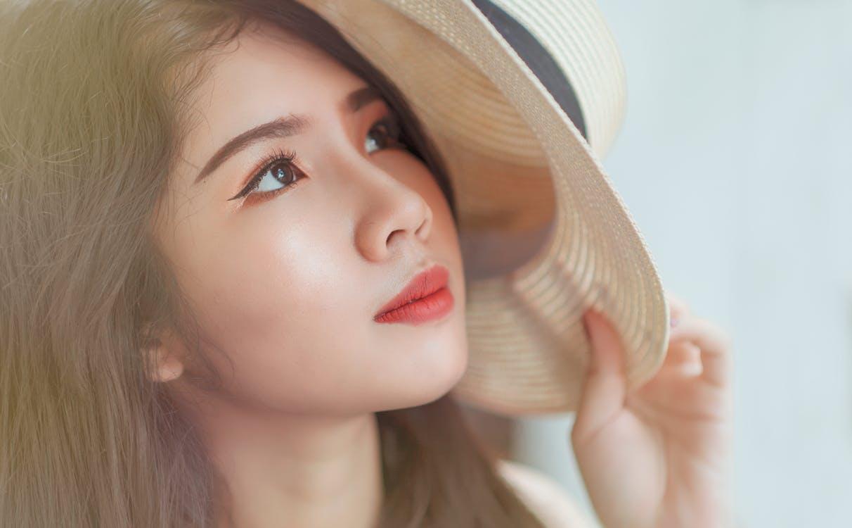 pexels photo 717431 - Summer Makeup Tips
