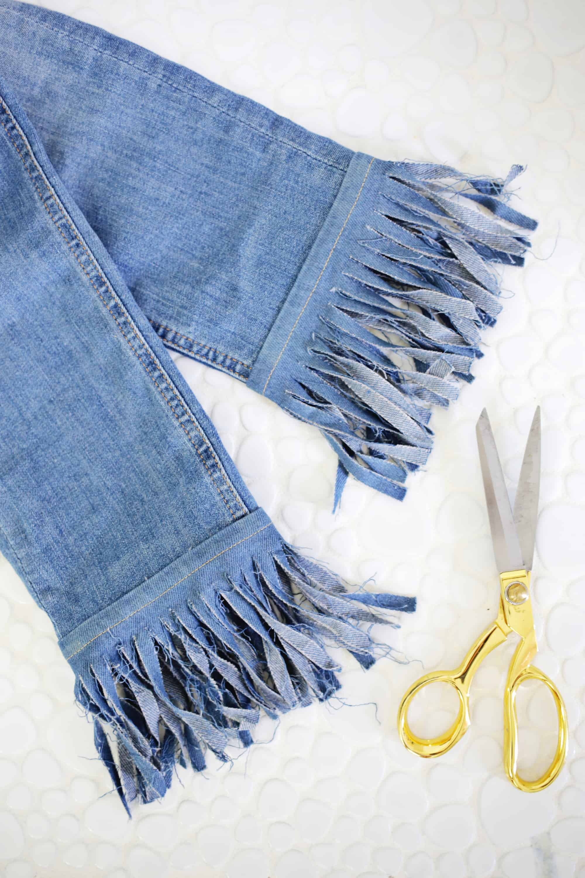 5 Ways to DIY The Biggest Jean Trends click through for tutorial 1 16 - Cool Ways to recycle your old jean! DIY