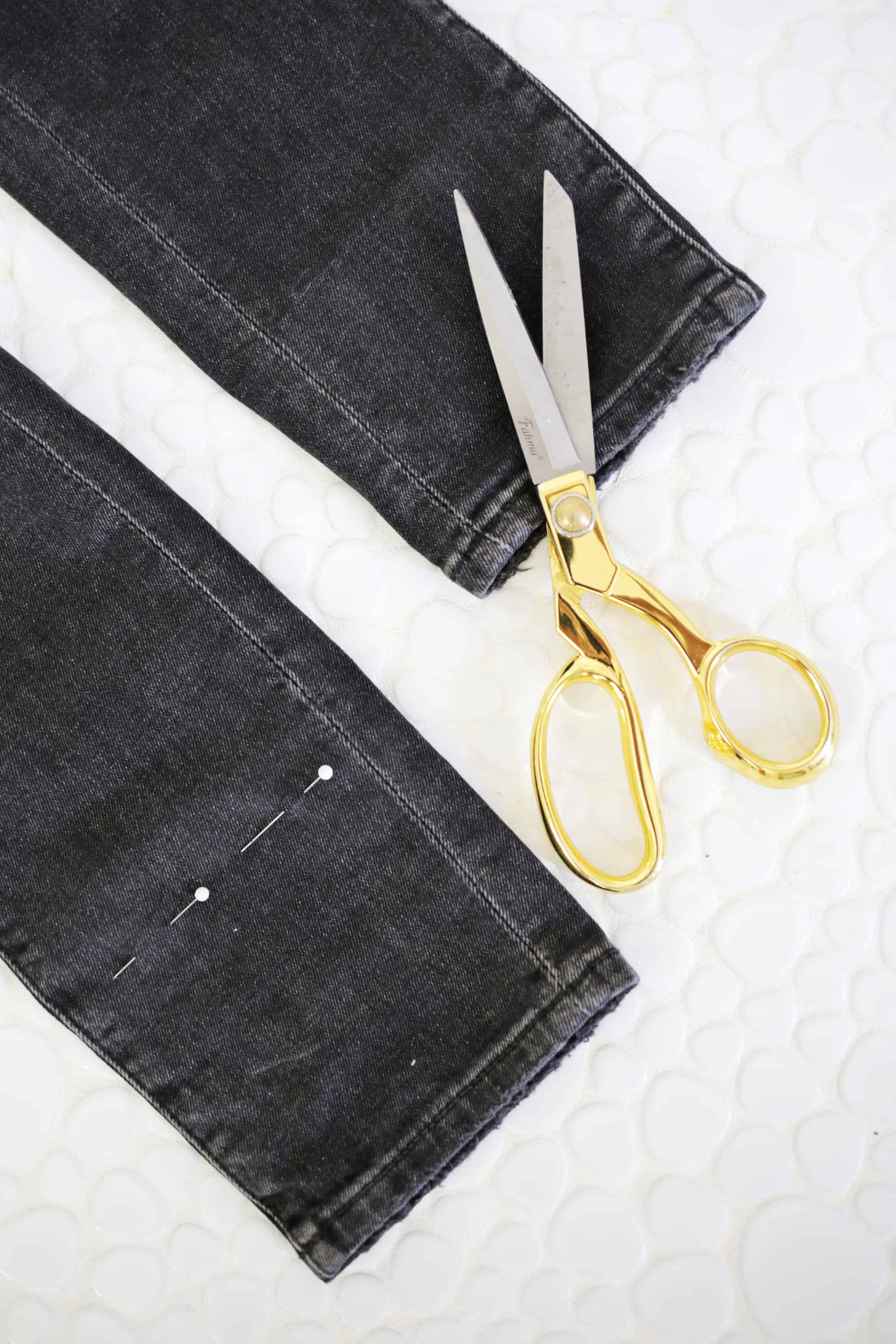 5 Ways to DIY The Biggest Jean Trends click through for tutorial 1 20 - Cool Ways to recycle your old jean! DIY
