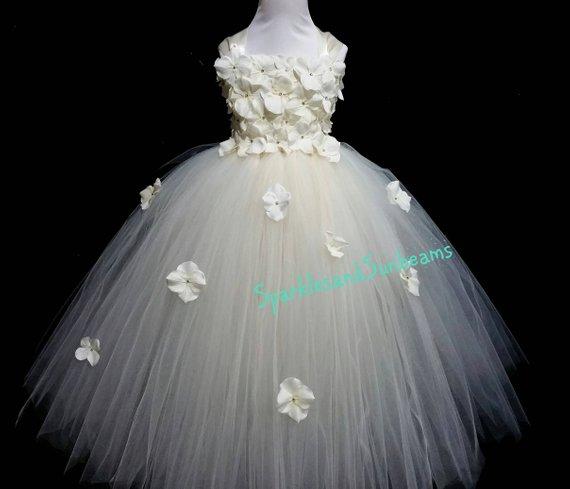 flower girl dress 3 - Super Cute Flower girl Dresses Ideas!