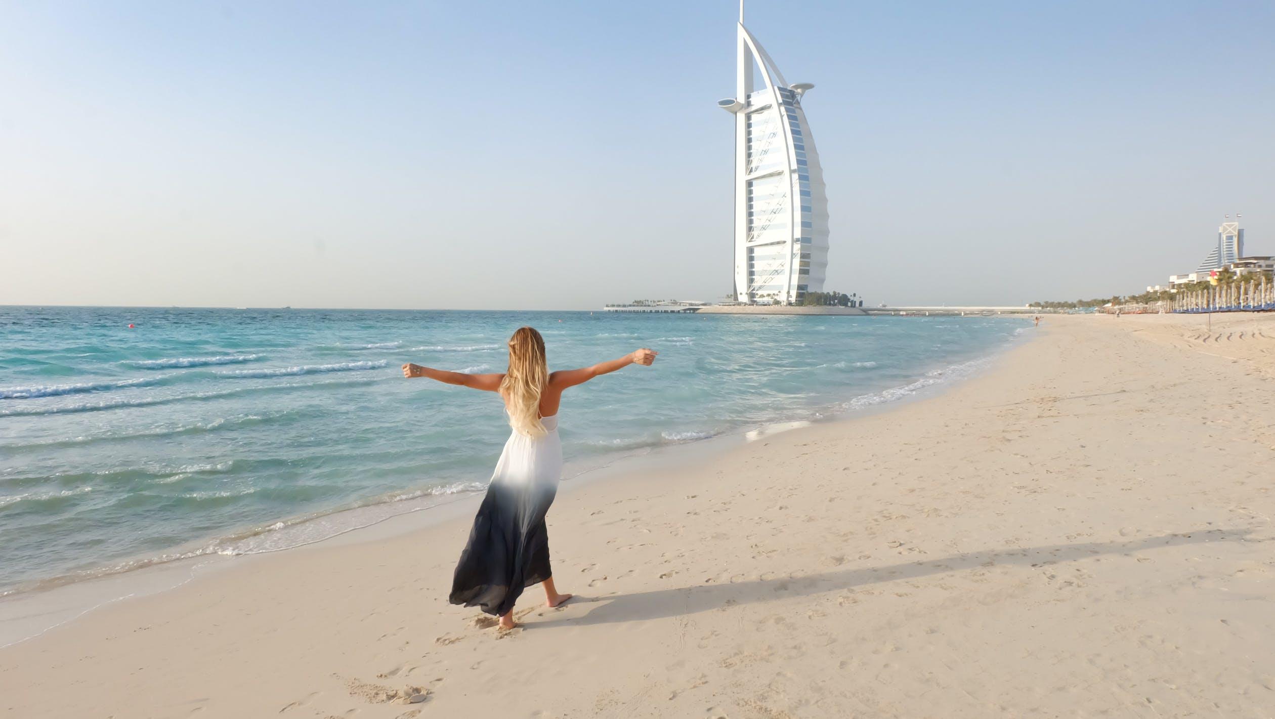 Living In Dubai – The Pros & Cons through my Experience